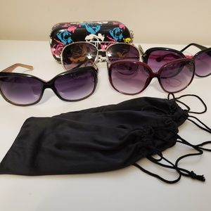 Set of 4 Sunglasses with cases